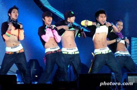 Omg, now that I've seen those abs, I totally would support Korea's claim to the Liancourt Rocks! And the way their pop idol industry works. And just Korea in general.